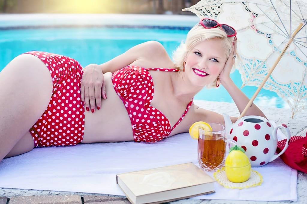 Poolside bathing-beauty-842139_1280