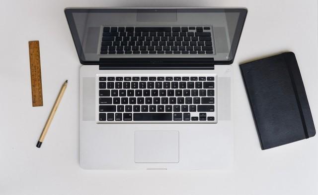 desk-622532_960_720