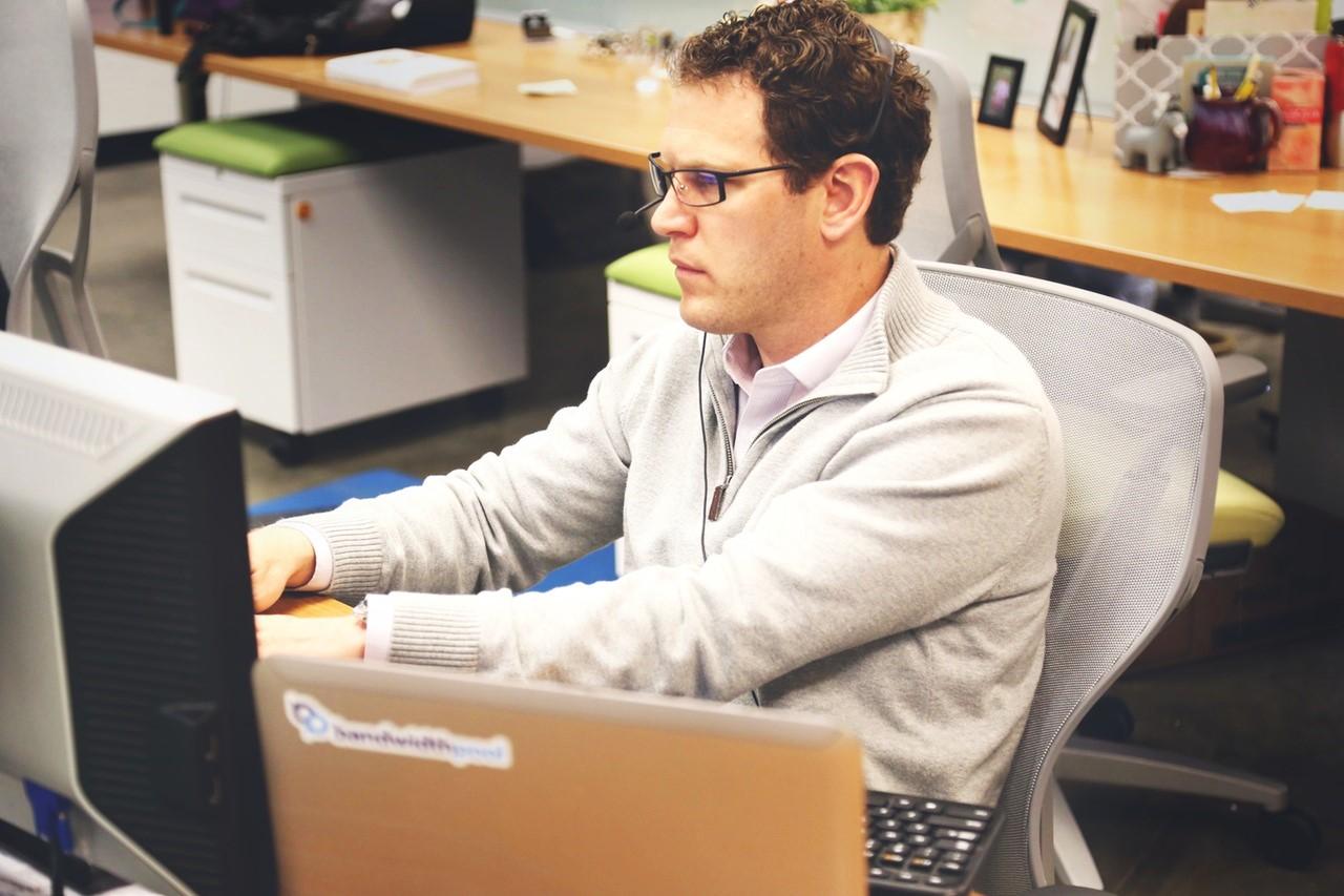 desk-office-workspace-coworking