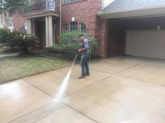 How You Can Efficiently Pressure Wash Your Driveway
